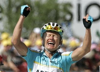 Vinokourov pobjeđuje u 15-toj etapi
